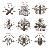 Insieme degli emblemi d'annata di festival della birra illustrazione vettoriale