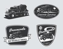 Insieme degli emblemi d'annata e dei distintivi del camion della betoniera illustrazione vettoriale