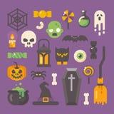 Insieme degli oggetti di Halloween Icone piane di orrore su fondo porpora royalty illustrazione gratis