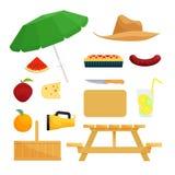 Insieme degli oggetti per il picnic Fotografia Stock Libera da Diritti
