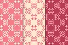Insieme degli ornamenti floreali rossi Modelli senza cuciture verticali rosa della ciliegia illustrazione vettoriale