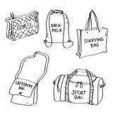 Insieme degli scarabocchi disegnati a mano delle borse isolato su un fondo bianco royalty illustrazione gratis