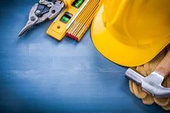 Insieme degli strumenti della costruzione sulla scheda di legno Fotografie Stock Libere da Diritti