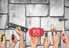 Insieme degli strumenti di tenuta delle mani della gente Immagini Stock Libere da Diritti