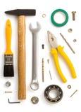 Insieme degli strumenti e degli strumenti su bianco Fotografia Stock