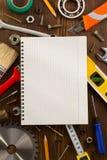 Insieme degli strumenti e degli strumenti su legno Fotografia Stock Libera da Diritti