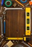 Insieme degli strumenti e degli strumenti su legno Immagini Stock