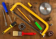 Insieme degli strumenti e degli strumenti su legno Fotografie Stock