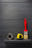 Insieme degli strumenti e degli strumenti su legno Fotografie Stock Libere da Diritti