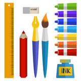 Insieme degli strumenti e dei materiali per disegnare pitture in tubi, spazzola, penna, inchiostro, matita Immagini Stock