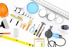 Insieme degli strumenti e delle pitture per la fabbricazione della riparazione isolati sulla parte posteriore di bianco Fotografie Stock Libere da Diritti