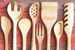 Insieme degli utensili handcrafted di legno della cucina Fotografia Stock Libera da Diritti