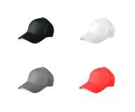 Insieme dei berretti da baseball colorati su un fondo bianco Immagine Stock