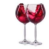 Insieme dei bicchieri di vino rossi con spruzzata e delle gocce su bianco Immagine Stock Libera da Diritti