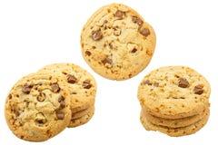 Insieme dei biscotti di pepita di cioccolato isolati su fondo bianco Immagine Stock Libera da Diritti