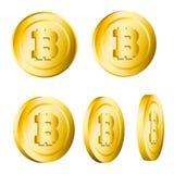 Insieme dei bitcoins metallici dorati realistici 3d rotanti isolati sopra Fotografia Stock Libera da Diritti