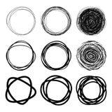 Insieme dei cerchi disegnati a mano dello scarabocchio illustrazione di stock
