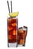 Insieme dei cocktail con la decorazione dai frutti e dalla paglia variopinta isolati su fondo bianco Fotografie Stock