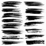 Insieme dei colpi neri della spazzola su fondo bianco Immagini Stock