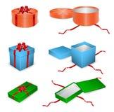 Insieme dei contenitori di regalo aperti e chiusi Immagine Stock