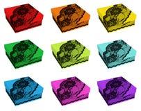 Insieme dei contenitori di regalo di colore dell'arcobaleno, decorato con pizzo nero Immagini Stock