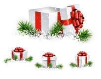 Insieme dei contenitori di regalo realistici 3d royalty illustrazione gratis
