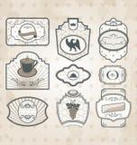 Insieme dei contrassegni decorati dell'annata royalty illustrazione gratis