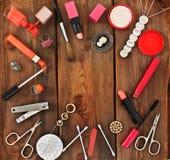 Insieme dei cosmetici e dei gioielli delle donne Fotografia Stock