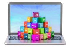 Insieme dei cubi colorati con i Domain Name ed il computer portatile, rappresentazione 3D Fotografia Stock Libera da Diritti