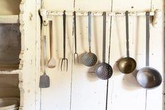 Insieme dei cucchiai d'annata e degli strumenti della cucina Fotografie Stock Libere da Diritti