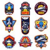 Insieme dei distintivi d'annata dell'astronauta e dello spazio illustrazione di stock