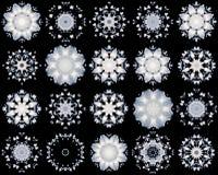 Insieme dei fiocchi di neve bianchi su fondo nero Immagini Stock