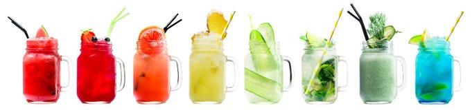 Insieme dei frullati e delle limonate deliziosi freschi classici in un vi Fotografia Stock