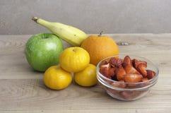 Insieme dei frutti: mandarino, banana, mela, arancia, Fotografia Stock Libera da Diritti