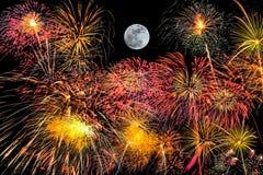 Insieme dei fuochi d'artificio su fondo nero con la luna eccellente fotografie stock