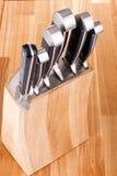 Insieme dei knifes della cucina isolati su bianco Fotografie Stock Libere da Diritti