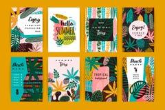 Insieme dei modelli creativi astratti con le foglie tropicali Immagine Stock Libera da Diritti