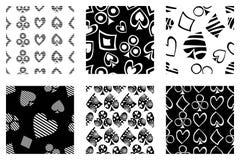 Insieme dei modelli senza cuciture di vettore con le icone delle carte di playings Fondo con i simboli disegnati a mano Repea dec illustrazione di stock