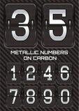 Insieme dei numeri metallici sul fondo del carbonio Fotografie Stock Libere da Diritti