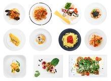 Insieme dei piatti dei ravioli e della pasta isolati su bianco Fotografie Stock
