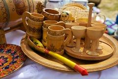 Insieme dei piatti di legno russi tradizionali Fotografie Stock