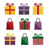 Insieme dei presente e delle borse del regalo Fotografie Stock Libere da Diritti