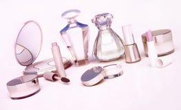 Insieme dei prodotti di bellezza su fondo leggero Fotografia Stock