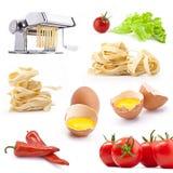 Insieme dei prodotti e degli strumenti per pasta casalinga Fotografia Stock Libera da Diritti