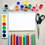 Insieme dei rifornimenti stazionari della scuola per scrittura creativa ed il disegno Fotografia Stock