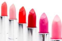 Insieme dei rossetti dei colori alla moda nella fila Fotografia Stock