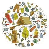 Insieme dei simboli e delle icone di campeggio dell'attrezzatura di schizzo disegnato a mano Illustrazione di vettore Fotografia Stock