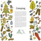 Insieme dei simboli e delle icone di campeggio dell'attrezzatura di schizzo disegnato a mano Illustrazione di vettore Fotografie Stock