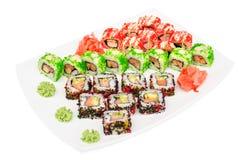 Insieme dei sushi di maki di Uramaki dei rotoli isolati su bianco Fotografie Stock