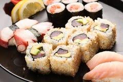 Insieme dei sushi giapponesi fotografia stock libera da diritti